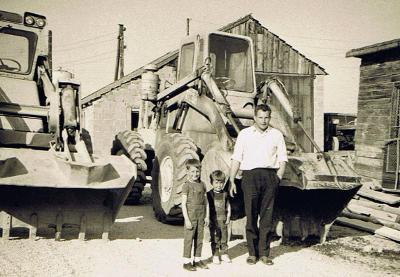 Franz Moser (mit seinen Söhnen Franz und Walter) baut das Unternehmen über vier Jahrzehnte kontinuierlich auf.